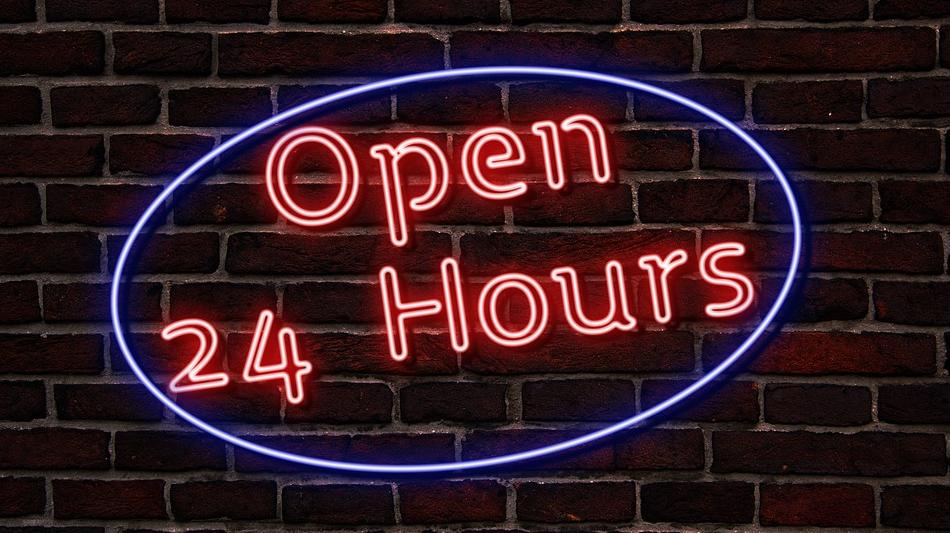 """Leuchtreklame mit der Aufschrift """"Open 24 Hours"""""""