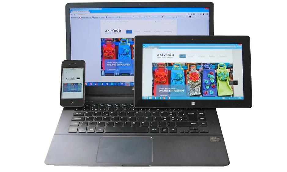 Smartphone, Tablet-PC und ein Notebook (stellvertretend für responsive Webseiten).